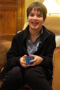 François, 11 ans, est un enfant vif, curieux et doué d'un sens aigu de l'humour. Il peut aussi résoudre un Rubik's cube en quelques secondes et sans le regarder !