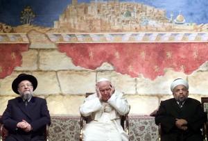 Le pape Jean Paul II, le grand rabbin d'Israël David Lau et le Cheikh Tayssir Tamimi, imam palestinien, en mars 2000 en Israël