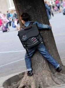Plainte d'une maîtresse contre un écolier précoce de 7 ans