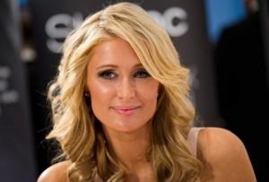 Paris Hilton, la célèbre héritière de la chaîne hôtelière Hilton, souffre de TDAH depuis l'âge de 12 ans et prend des médicaments.  « J'ai beaucoup de peine à me concentrer, a-t-elle confié à la chaîne de télévision américaine CNN. J'ai dû composer avec cela depuis toujours et apprendre à vivre avec ».