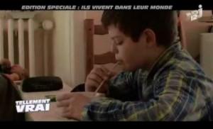 [VIDÉO] Ils vivent dans leur monde : Alexis, 11 ans, autiste Asperger (NJR12, août 2014)
