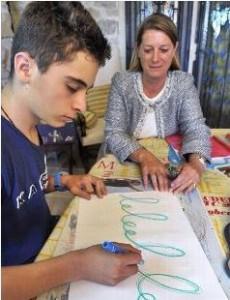 Les enfants qui écrivent mal ou sans plaisir peuvent se rééduquer avec une graphothérapeute (LaMontagne, novembre 2014)
