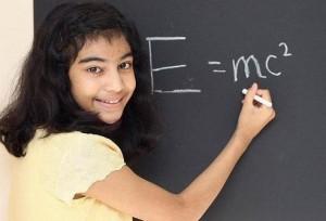 Une Britannique de 12 ans fait mieux qu'Einstein à un test de QI (FranceTV Info, septembre 2015)