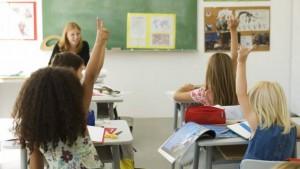 Une élève qui a un fort quotient intellectuel doit-elle sauter une classe ? (France-Info, octobre 2015)