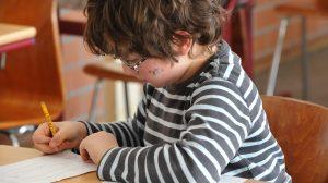 Quand les parents sont contraints de se tourner vers l'école privée (ArcInfo.ch, novembre 2016)